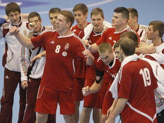 Négycsapatos férfi junior válogatott torna a Kiss Szilárd Sportcsarnokban